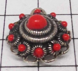 ZB026-R zeeuwse bol oogjesrand, verzilverd, met rode emaille