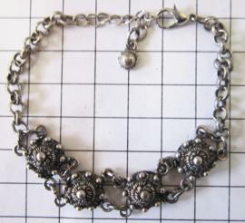 Zeeuwse knopjesarmband met 4 knopjes ZKA501