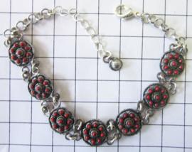 ZKA514-R armband met verzilverde zeeuwse knopjes en rode emaille
