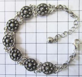 ZKA514 armband met verzilverde zeeuwse knoopjes