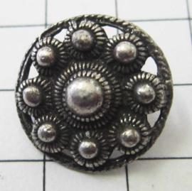 kledingknoop klein plat Zeeuwse knoop, oog achterkant ZKK802 18 mm doorsnede, verzilverd