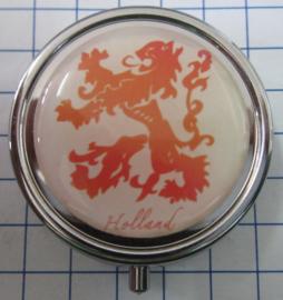 PIL509  pillendoosje Hollandse leeuw oranje