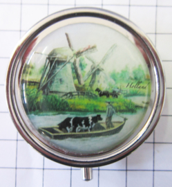 PIL228 pillendoosje met spiegel molen met koe in boot