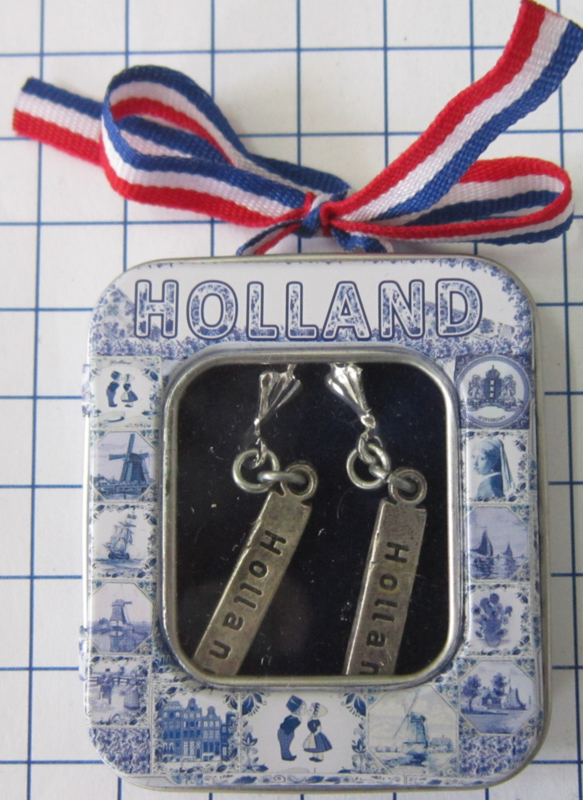 OOR138 oorbellen tekst Holland verziverd