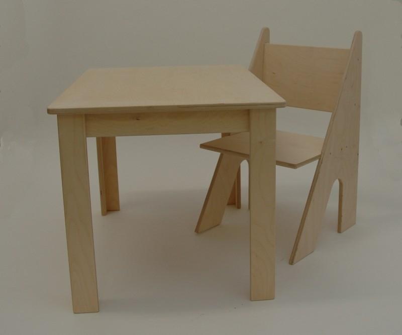 Stoeltje en tafel