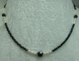 Black Spinel ketting facet 3 mm.