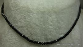 Zwarte Spinel ketting 2 mm facet rondellen 2x3 mm