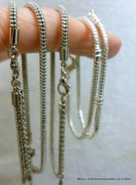 0001Diverse zilverkleurige armbandjes  (per 1)