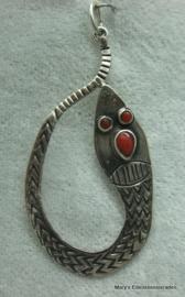Zilveren Hanger (slang) met koraal.