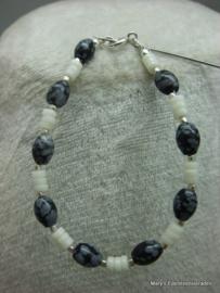 Sneeuwvlok Obsidiaan en witte Koraal armband.