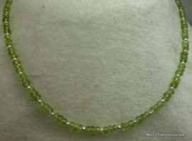 Peridot ketting rondellen met zilver 5 mm.