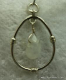 Maansteen hanger met zilver.