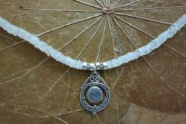 Maansteen ketting dunne plakjes met zilveren hanger**