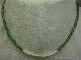 Groene Toermalijn ketting rondellen met pareltjes..