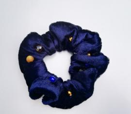Scrunchie kleur donker blauw met kralen
