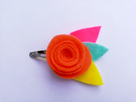 Haarspeldje bloem oranje