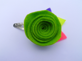 Gancho con flor de color verde