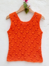 Pullover naranja tejido a crochet