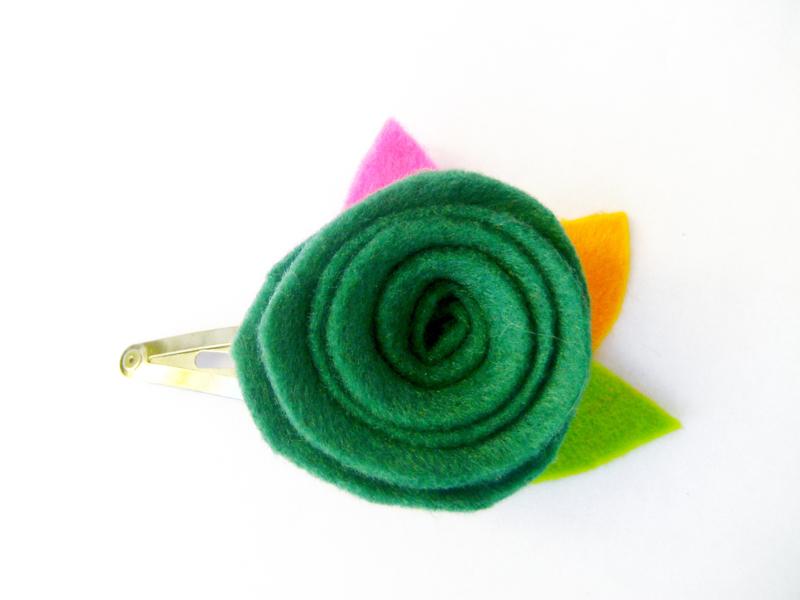Gancho  con flor verde turqueza
