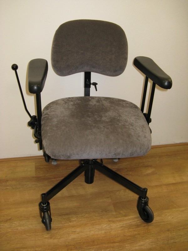 2e hands trippelstoel of aangepaste werkstoel hoog laag