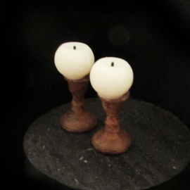 10.021 Round candles