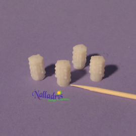 10.004 Dribbeled candles