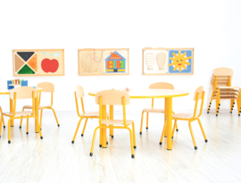 Kinderopvang tafels (in 4 vormen en 7 kleuren poten/randen)