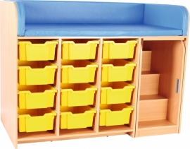 Aankleedmeubel / commode kinderopvang (met aankleedkussen en verschuifbare trap)