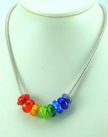 Pandora-style ketting met 8 grootgatkralen in regenboogkleuren