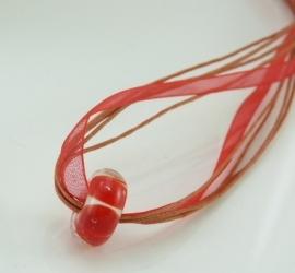 Rode lintketting met rode luchtbelkraal