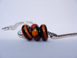 Set van 3 stuks zwarte grootgatkralen rood en oranje