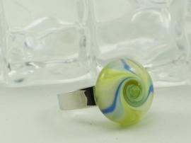 Zilverkleurige verstelbare ring met ronde ringtop geel, blue en wit