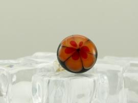 Zilverkleurige verstelbare ring met ronde ringtop zwart oranje