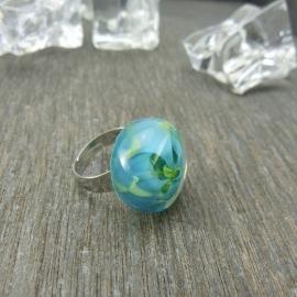 Zilverkleurige verstelbare ring met ronde ringtop in blauw en groentinten