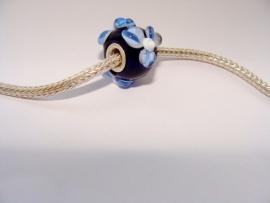 Blauwe bloemenkraal XL met zilveren kern