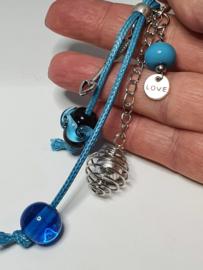 Zilverkleurig musketonhaakje met aquamarine en turqoise glaskralen