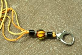 Gele keycord met 3 glaskralen