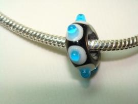 Zwarte grootgatkraal, witte stip met blauwe dotjes