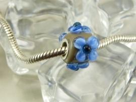 Khaki grootgatkraal met blauwe bloemen, met zilveren kern