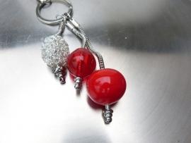 Pandora style sleutelhanger met rode holle kralen