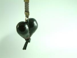 Donkerbruin hart aan sleutelhanger