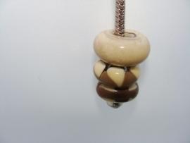 Pandora style sleutelhanger met ivoor met bruine glaskralen