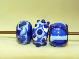 3 stuks blauwe glaskralen