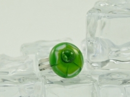 Zilverkleurige verstelbare ring met ronde ringtop wit groen