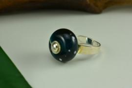Zilverkleurige verstelbare ring blauw met witte stippen