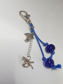 Zilverkleurig musketonhaakje met kobaltblauwe glaskralen