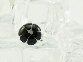 Zilverkleurige verstelbare ring met ronde ringtop wit zwarte bloem