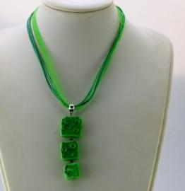 Groene lintketting met groene glashanger