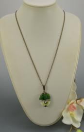 Bronskleurige ketting met groene hanger