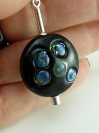 Kettinghanger met zwarte lentil met zilverglas (2)